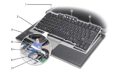 En el círculo, detalle del conector de cinta del teclado